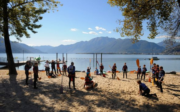 Canoteurs sur l'accès au lac au Centro Sportive im Tessin; Photo: CST / Ti-Press